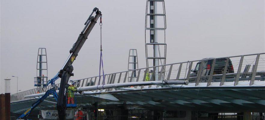 Poole Harbour Bridge Installing the lighting masts